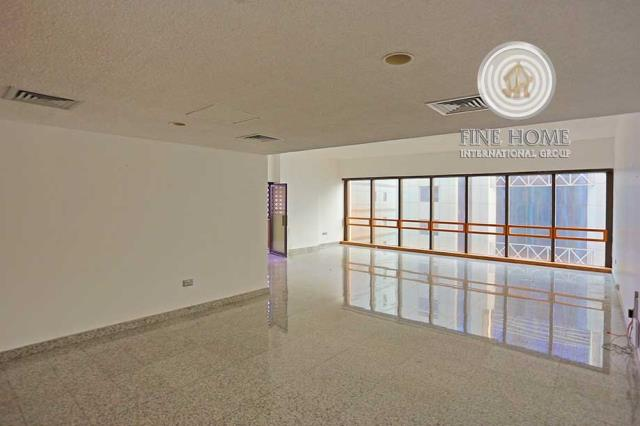 Duplex Apartment in Corniche, Abu Dhabi (APL_412_22)